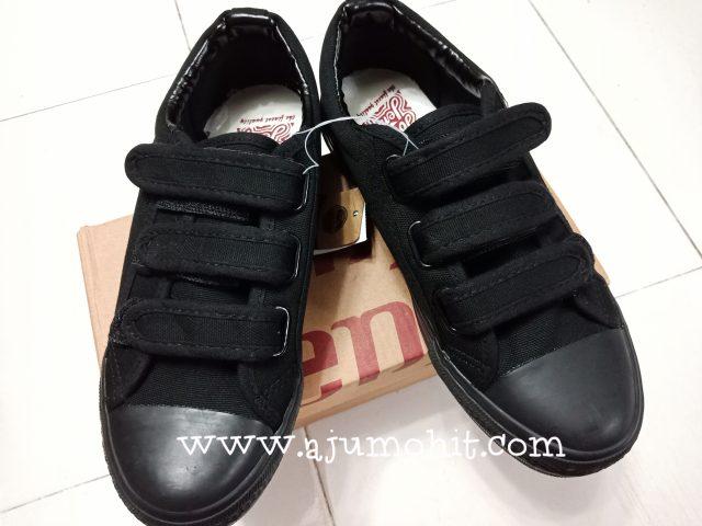 harga kasut hitam pusat pakaian hari-hari